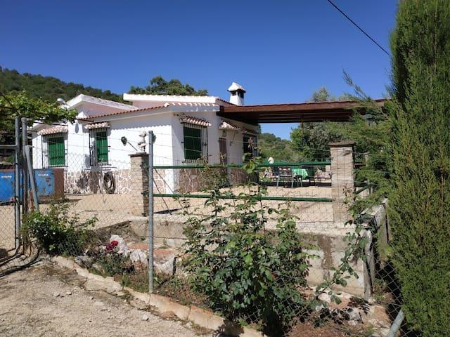"Casa rural con piscina ""Casilla la Perdiz""."