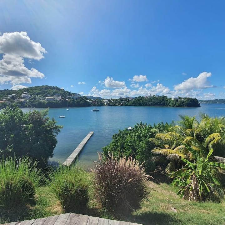 Maison bord de mer vue et accès mer privé