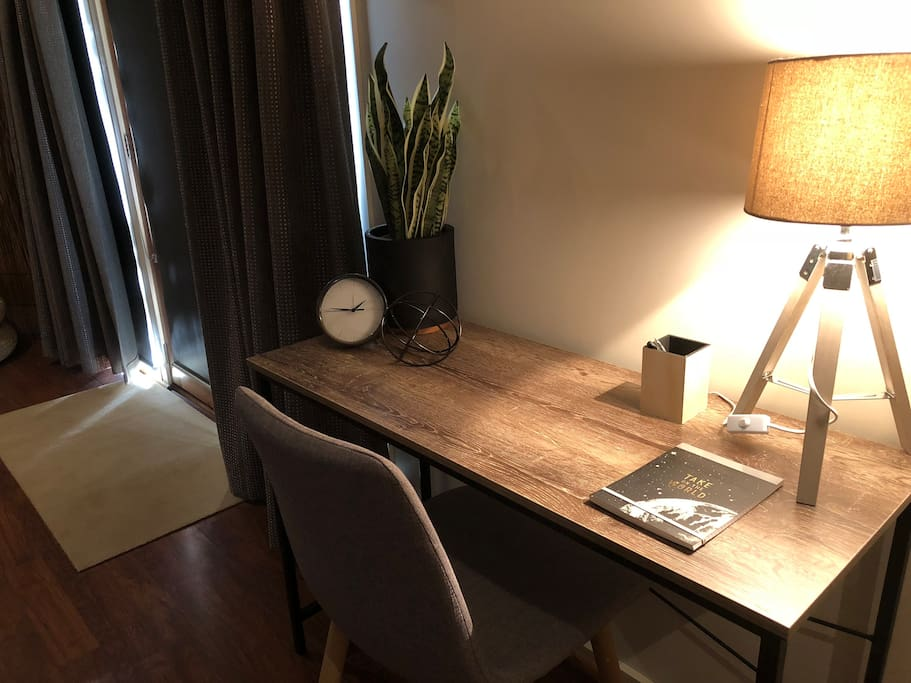 Free WiFi and desk for business needs