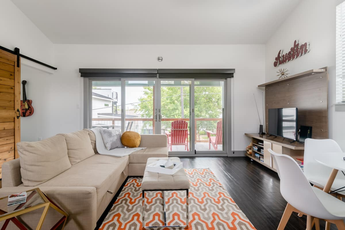 Nest Nouveau: Central Eastside Apartment with a Covered Deck