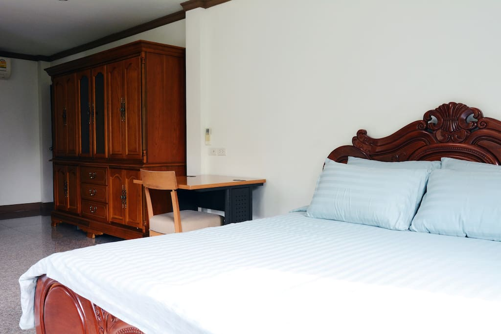 Spacious suite with private bathroom and sofa for a child or extra guest (suitable for family)