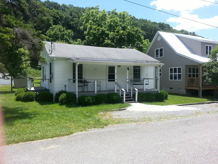 2 BR House-Near Snowshoe-Discount for 3 Nights