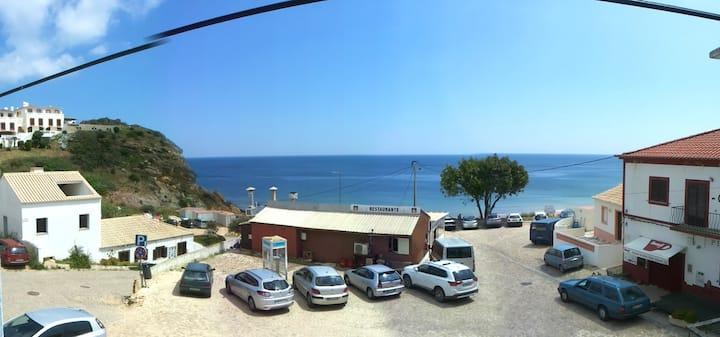 Casa central com vista para o mar