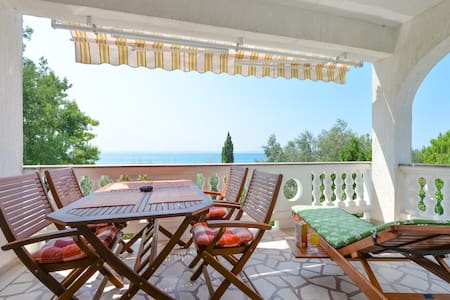 Villa Mate - first row to the sea! - Privlaka