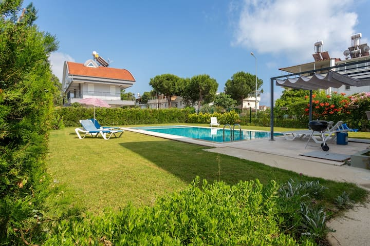 Luna-2 Bed with private Garden by the pool