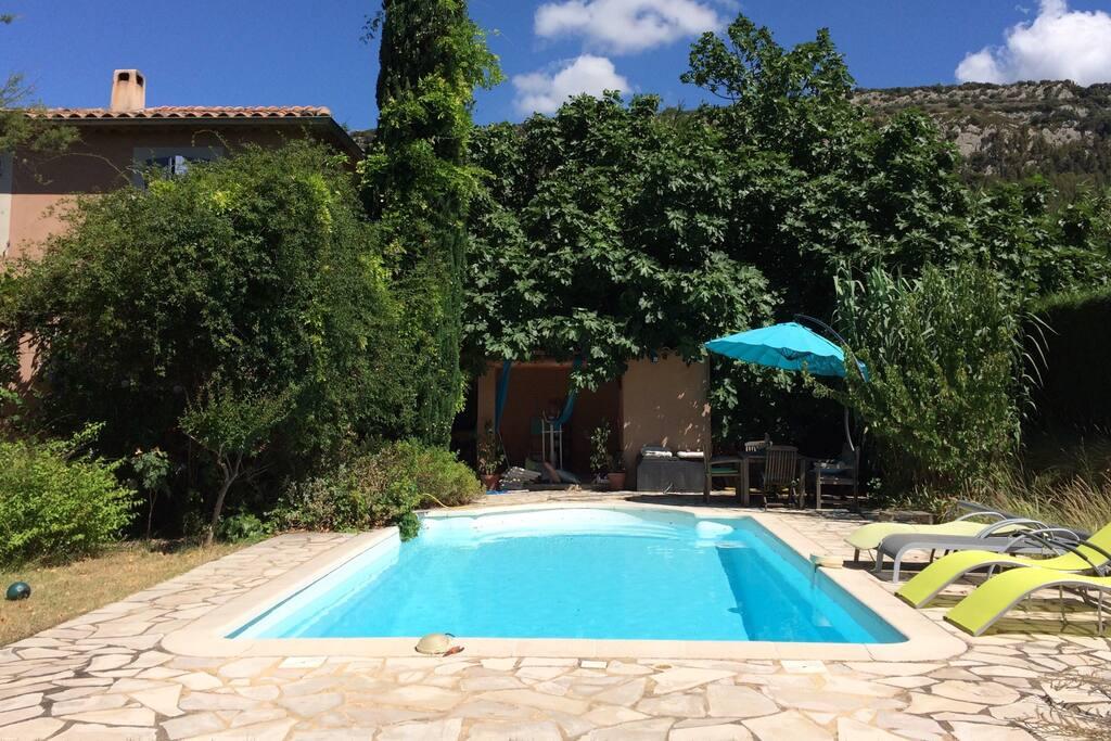 Chambre ind p dans villa piscine villas louer for Villa piscine france