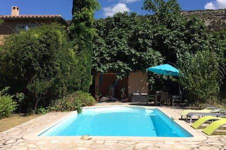 Chambre indép. dans villa & piscine - Beaumes-de-Venise - 別荘