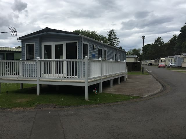 3 Bedroom static caravan with decking and WiFi