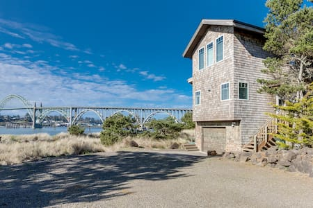 Gorgeous bayfront home w/bay & ocean views -near the beach