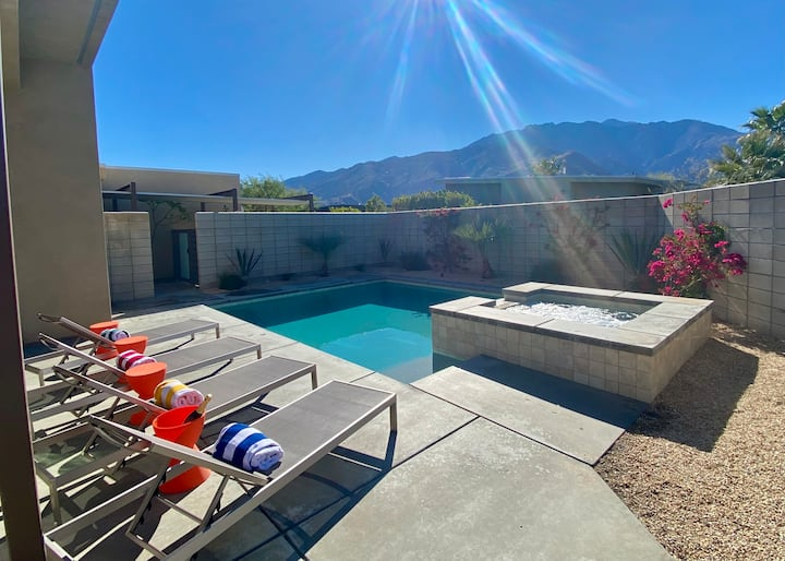 **Fabulous New Luxe Home Pool-Spa-Views!!!**