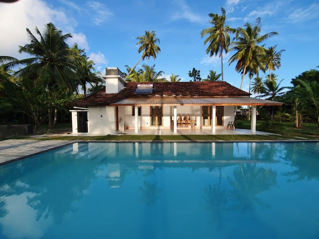 Sambol Garden House - Polhena, with saltwater pool