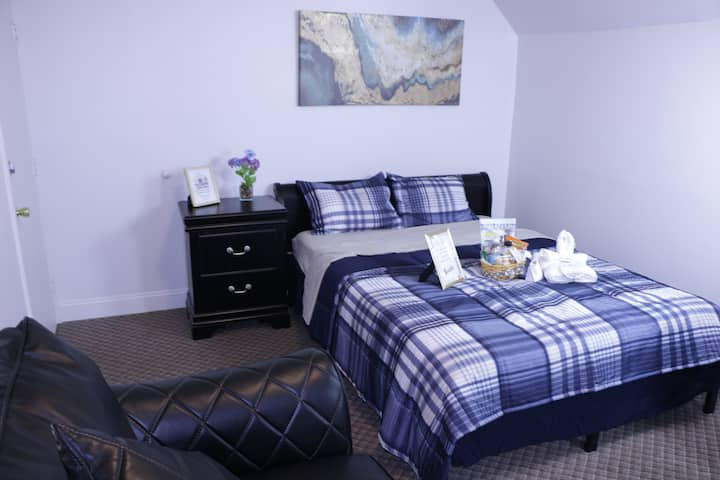 Queen Bed | Private Room | Save Money.