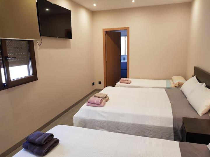 Casa Carol, habitación triple con baño privado