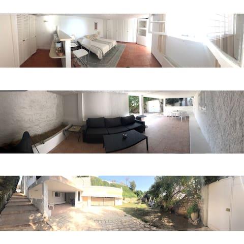 Le bungalow de Chichi. - Carthage Amilcar Sidi Bou Said