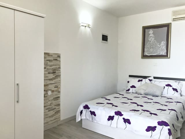 Sleeping area with a double bed 160x200, wardrobe and air conditioner