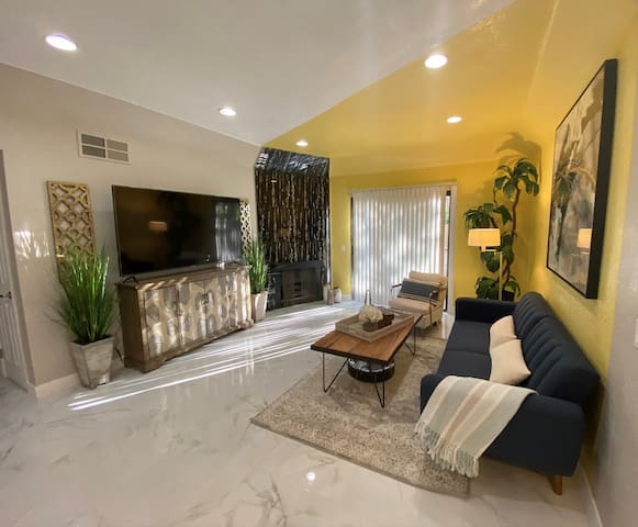 Newly Remodeled 2 Bedroom 2 Bath Condo! 我会说中文