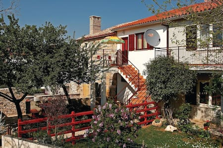 Terraced house with 1 bedroom on 40m² in Hrboki