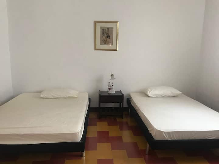 Double room, 2 single beds in newly renovated home
