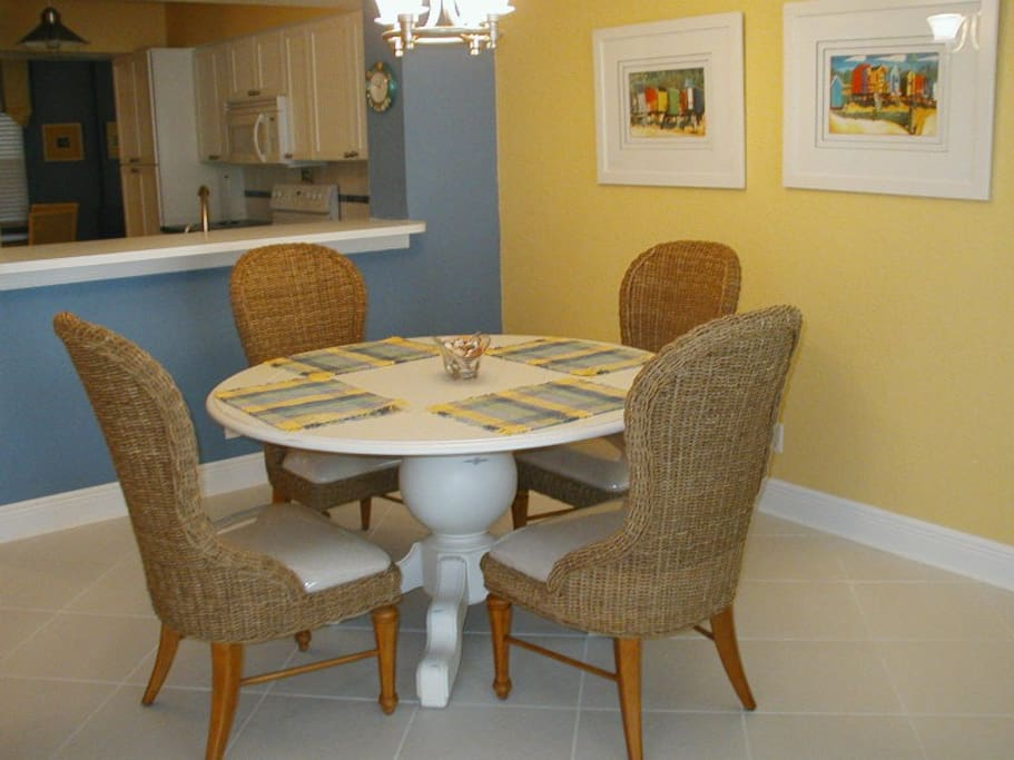 4 Person Dining Room Table