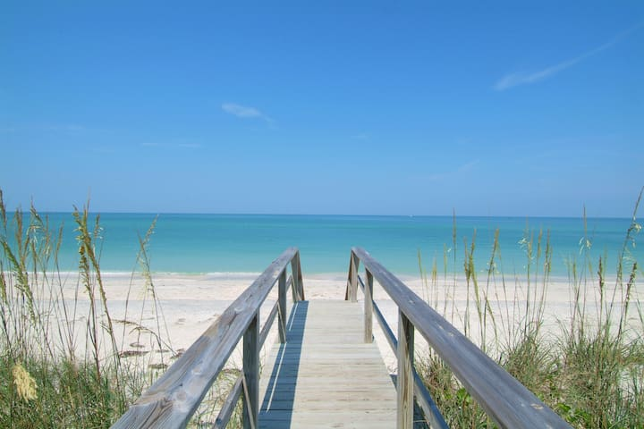 Siesta Key Beach- Right outside your door!