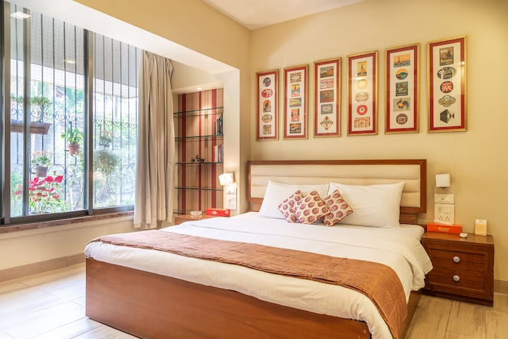Spacious Master Bedroom on Hill Road, Bandra.