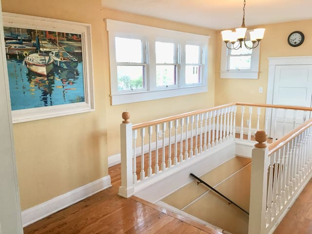 Spacious Hyde Park Bungalow in Heart of Tampa