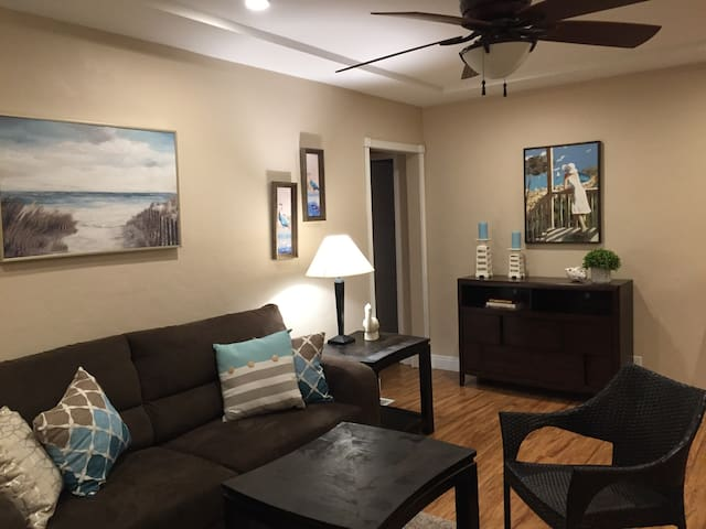 Minutes to LAX - PET FRIENDLY - 2 bedroom