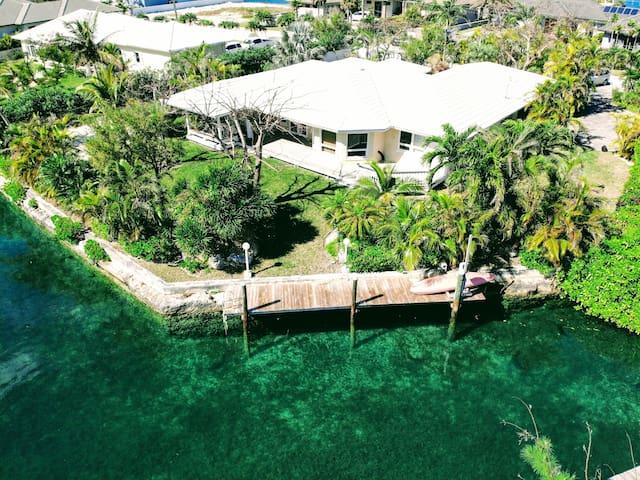Quality Waterfront Villa with Dock, Beach & Garden