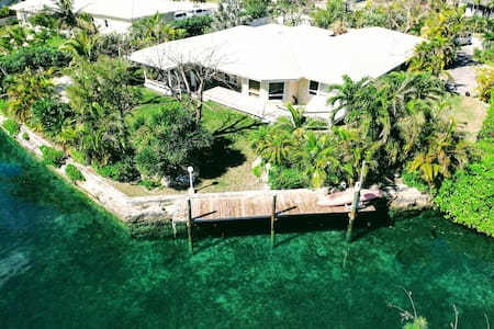 Quality Waterfront Villa with Dock, Beach & Garden