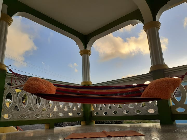 Relax in Sunset Breeze Hammock style &private room