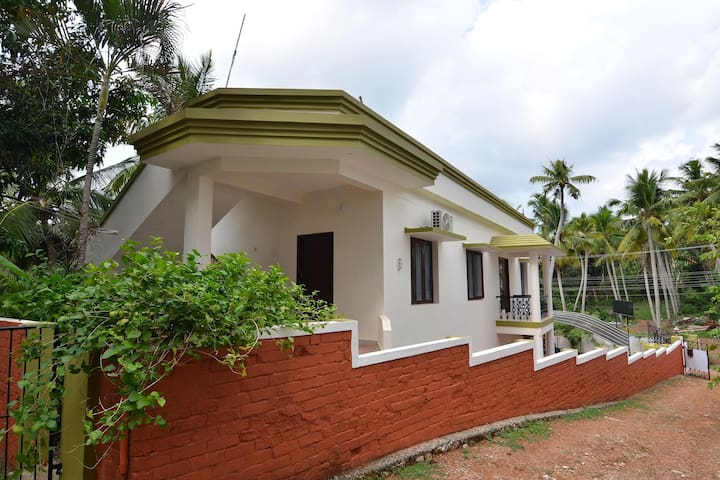 OYO - Vibrant 1BR Home Stay in Trivandrum-On Discount!!