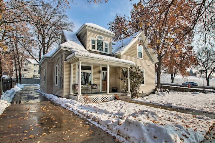 NEW! Beautiful Downtown House - Near Hiking & USU!