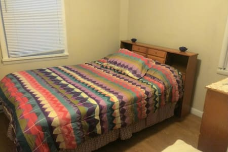 Private Bedroom with Full Size Bed - Wilkes-Barre - Haus