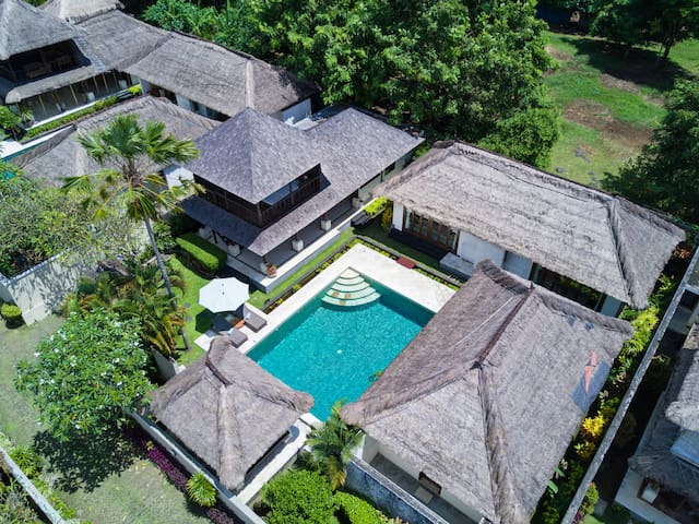 Large 3BR Pool Villa 5 mins walk to Jimbaran beach - Kuta Selatan - Villa