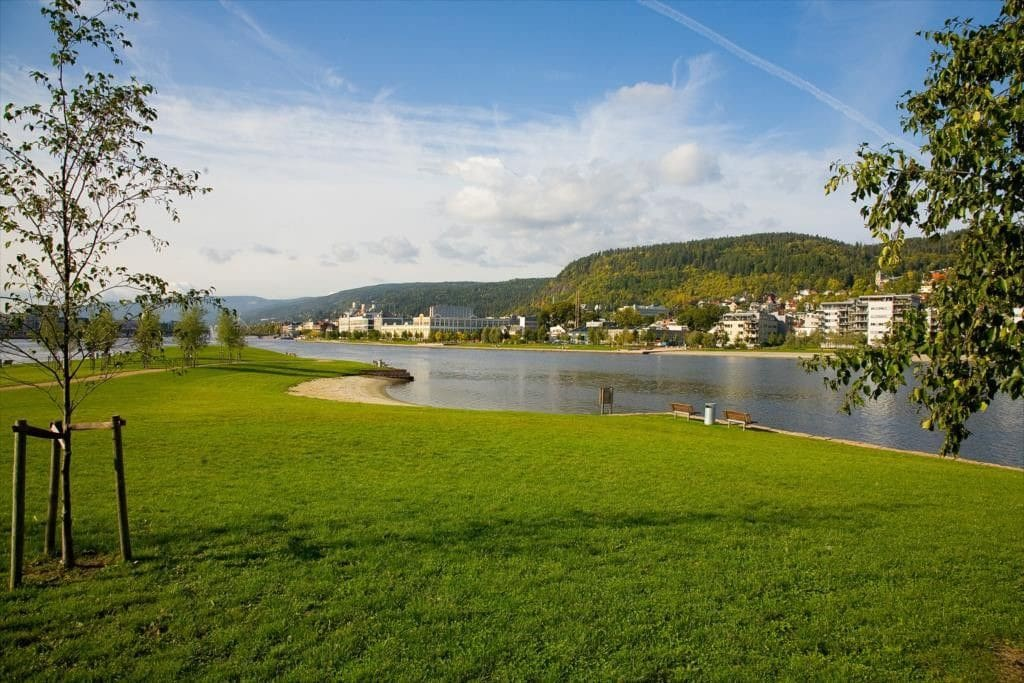few hundred metres away from the River-promenade and beautiful scenery along the river DrammensElva