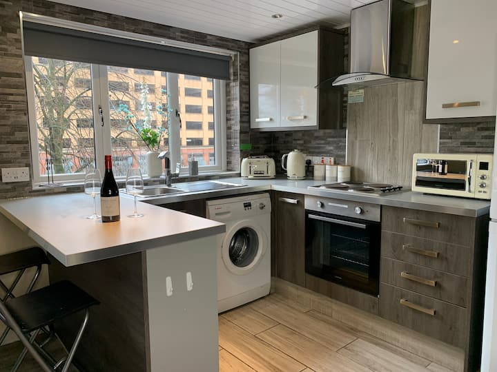 Modern and Stylish City Centre Apartment