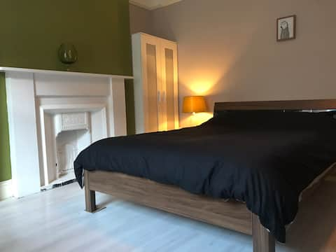 Large room, Short walk to the centre & quayside.