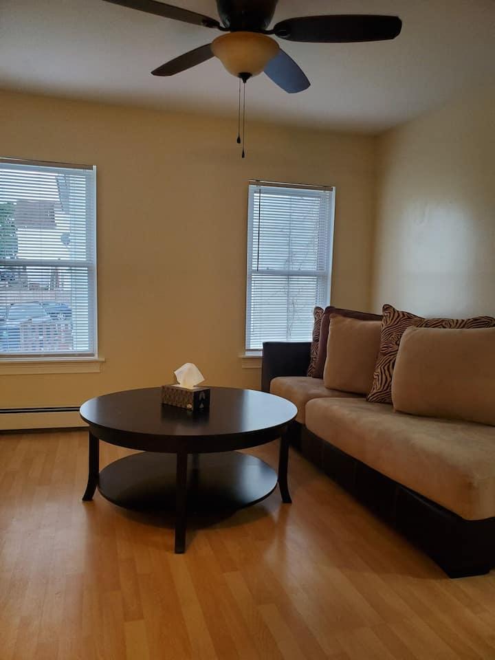 Cozy 2nd Flr Unit Near Major Amenities&Attractions