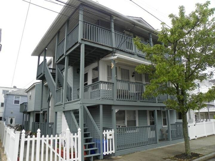 Wildwood rental near the beach & boardwalk #3