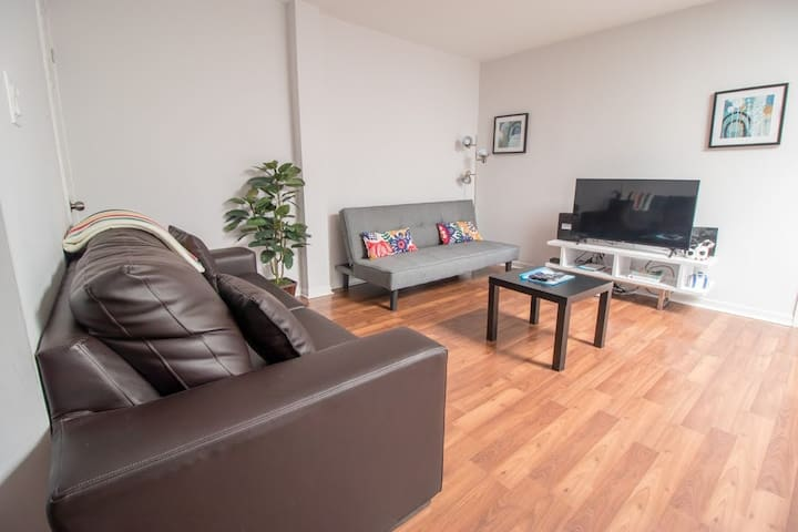*Spacious Open Concept 2Bedroom Ideal for Familys*