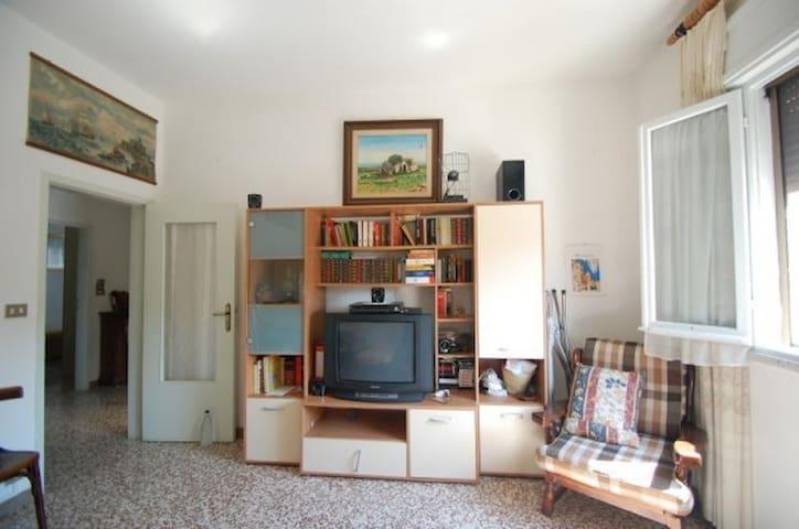 Nuraghe: ottimo per famiglie/gruppi - Voghiera - Appartement