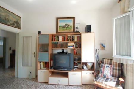 Nuraghe: ottimo per famiglie/gruppi - Voghiera - Квартира