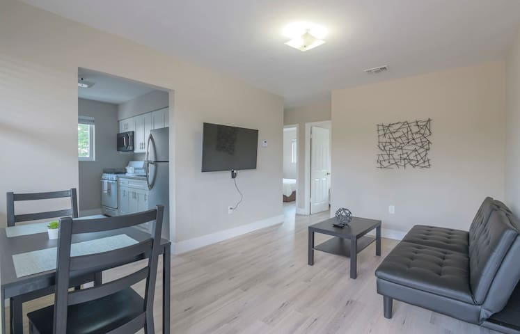 Contemporary 2BR Apartment in Midtown/Wynwood