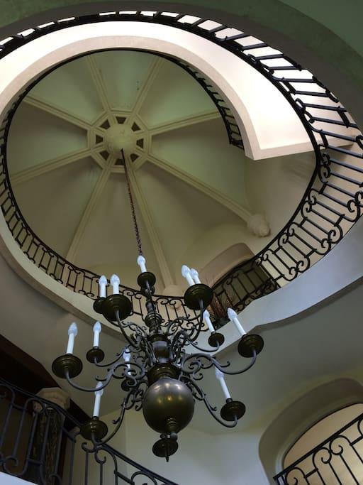 Tour grand escalier