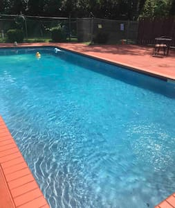 Quite home with Pool.   ONLY 10 Min from Airport