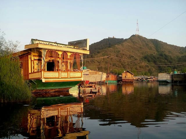 Cozy room in the house on the water - jammu and kashmir