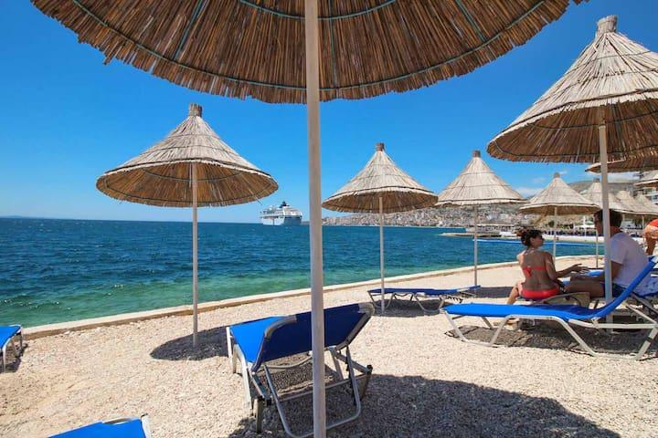 Triple room with sea view - Saranda