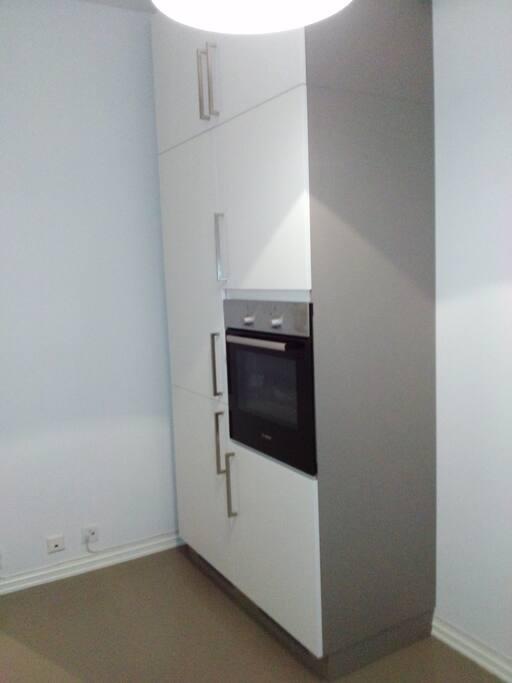 Integrated oven + fridge + freezer