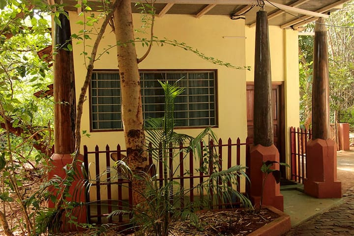 A/c room with bath in Auroville - Bommayapalayam - Bed & Breakfast