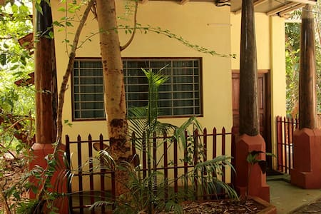 A/c room with bath in Auroville - Bommayapalayam
